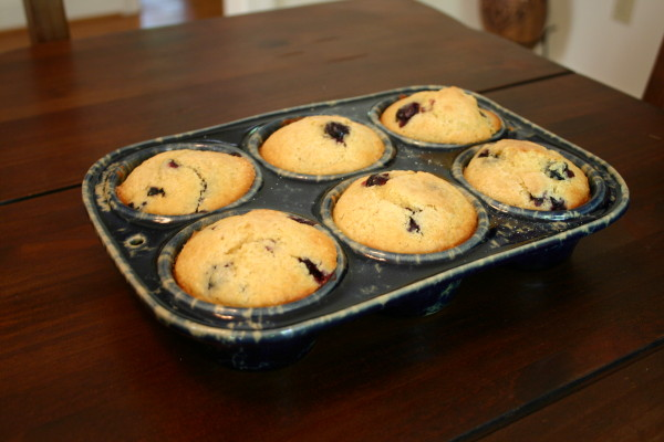 Non-stick green glazed stoneware blueberry muffin pan